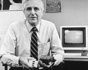 Doug Engelbart, inventatorul mausului, a murit la varsta de 88 de ani