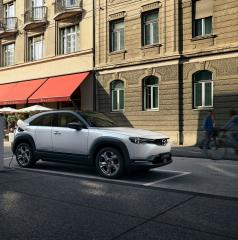 Mazda a lansat MX-30, primul lor model complet electric