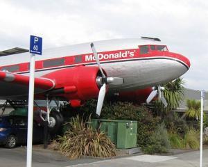 McDonald's a inaugurat un restaurant la bordul unui avion dezafectat