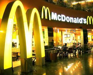 Franciza McDonald's data in judecata, din cauza comisioanelor la cardurile de debit