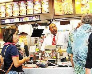 McDonald's testeaza o aplicatie prin care clientii pot comanda mancare prin intermediul smartphone-ului