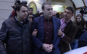 Darius Valcov incalca iar legea, publicand fisa medicala a unui protestatar