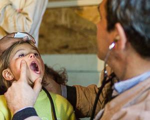 Cei mai saraci copii din 17 comunitati au beneficiat de asistenta medicala in programul Fiecare Copil in Gradinita