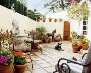 Romanii prefera gradinile in stil mediteranean
