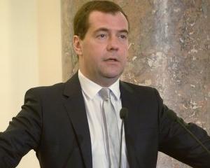 """Medvedev iese la apel: Economia Rusiei, afectata de tentativele de fabricare a unei """"crize artificiale"""""""