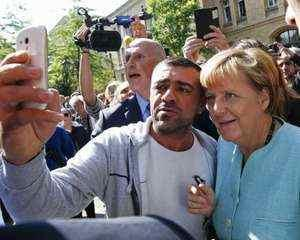 Selfie cu Merkel