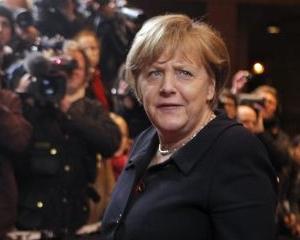 Mai bine fara haine, decat in uniforma militara: Merkel a ajuns din nou in atentia carcotasilor