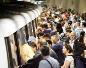 Metrorex a anuntat suplimentarea trenurilor si noul interval de timp la care vor circula