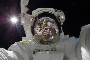 După ce a pus la cale primul happening literar în spațiu, un cosmonaut francez propune o nouă odisee spațială experimentală