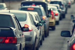 Trafic ingreunat de 1 mai: Drumuri blocate, restrictii si 300 de radare