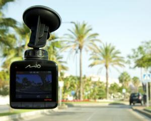 Camera video din masina sta de veghe in parcare. De acum incolo, o sa afli cine ti-a zgariat portiera