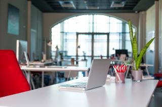Cele mai importante trenduri pentru spatii de lucru placute de angajati