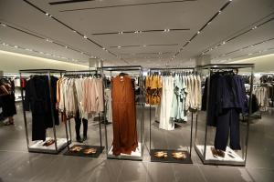 Zara si H&M elimina cel mai folosit material in confectionarea hainelor. Care este motivul