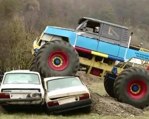 S-a deschis primul parc de monster truck din Romania: senzatii tari pentru soferii curajosi