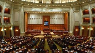 Motiunea de cenzura a picat in Parlament. Guvernul ramane in functie
