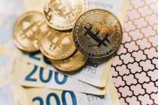 Isarescu taie elanul romanilor pe care i-ar bate gandul sa investeasca in criptomonede: Bitcoin nu e o moneda