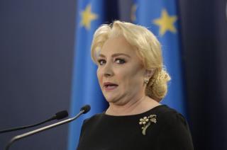 Isarescu, despre Dancila, proaspat angajata la BNR: Lucreaza de la birou.  Domeniul este relativ nou si pentru dansa
