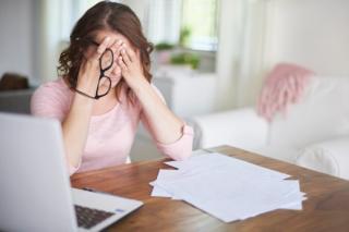 Munca la domiciliu iti poate bloca evolutia profesionala. Cum e posibil