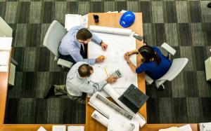Antreprenor: 33% dintre angajatii statului stau degeaba, iar cei care muncesc ii sustin