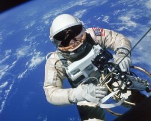 NASA a descoperit mai multe nave spatiale vechi pe Luna