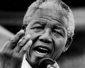 Nelson Mandela nu mai poate nici macar sa vorbeasca