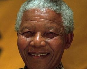 Muribundul Nelson Mandela, spionat cu ajutorul unei drone