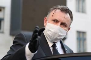Ministrul Sanatatii il va demite personal pe directorul Unifarm, acuzat de luare de mita, daca nu o va face Consiliul de Administratie al companiei