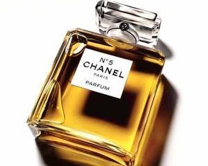 Iz de schimbare pentru doua parfumuri Chanel si Dior