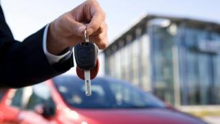 Se schimba regulile pentru romanii care vor sa isi cumpere o masina noua