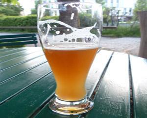 Noile pahare pentru berea cu guler generos si bule mici