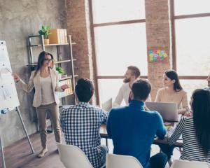 Cum sa arati profi in cateva secunde. 5 sfaturi pentru tinute de birou smart si stilate