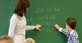 Cum va arata scoala din toamna: Masuri flexibile. 15 elevi in clasa, distanta de 1,5 metri intre copii