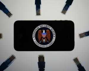 """10.000 de potentiali clienti Apple, afectati de """"paranoia americana"""""""