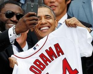 """Casa Alba, suparata pe Samsung, care s-ar fi promovat cu ajutorul unui """"selfie"""" al presedintelui Obama"""