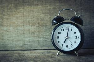 Ce greseli fac oamenii in primele ore la serviciu, compromitandu-si munca