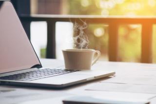 5 obiceiuri de dimineata care iti afecteaza productivitatea la serviciu, fara sa iti dai seama