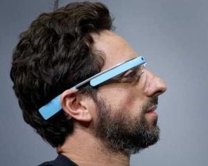 Ochelarii Google nu vor fi lansati inainte de 2014