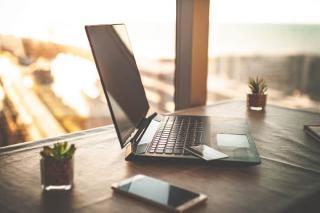 Angajatorii imbratiseaza schimbarea: piata muncii e luata cu asalt de joburile la distanta