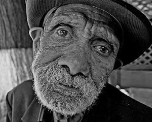 Opinie Paul Maximillian: Am o pensie. Cum procedez corect sa mor decent?