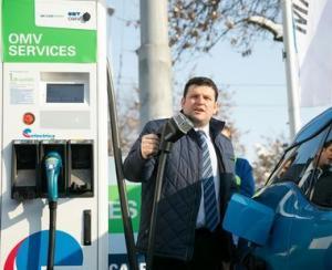 Prima statie de incarcare rapida pentru masini electrice in cadrul unei retele de distributie de carburanti