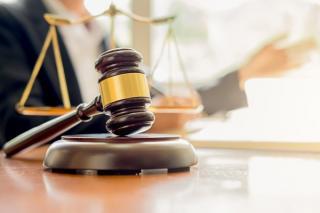 Noi tarife pentru onorariile avocatilor: Cat costa in 2021 contestarea suspendarii permisului sau asistenta juridica pentru firme
