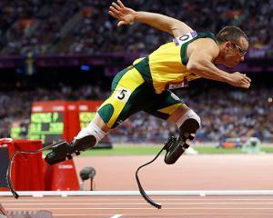 Oscar Pistorius se intoarce pe pista, pentru antrenamente usoare
