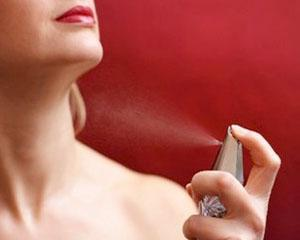 Cati bani dau romanii pe parfumuri si cosmetice