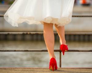 Cum asortezi pantofii la modelele de rochii elegante. Trucuri de stil esentiale