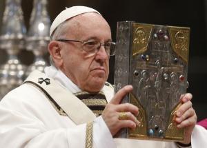 Papa Francisc a trimis 5 ventilatoare pulmonare si mai multe materiale sanitare in Romania