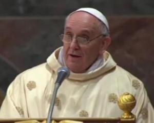 Contul de Twitter al Papei Francisc are zece milioane de fani