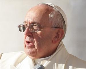 Papa Francisc, in contradictie cu regulile de protocol ale Vaticanului