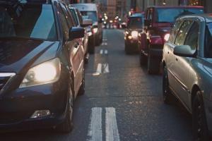 Parcul auto national numara 6.5 milioane de masini, majoritatea avand o vechime de peste 10 ani