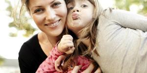 Fenomenul periculos al mamicilor de pe Facebook