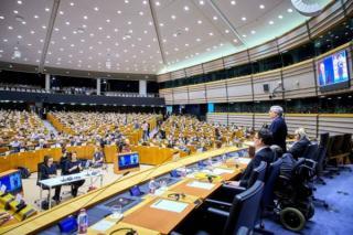 Lovitura pentru tarile UE care asteptau banii europeni promisi la Summit: Parlamentul European pune conditii pentru a vota Acordul